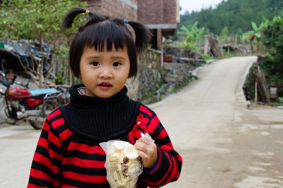 Pige ved hakkahus, Kina
