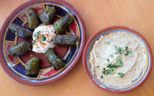 Dolmades og humus på restaurant i Chania, Kreta