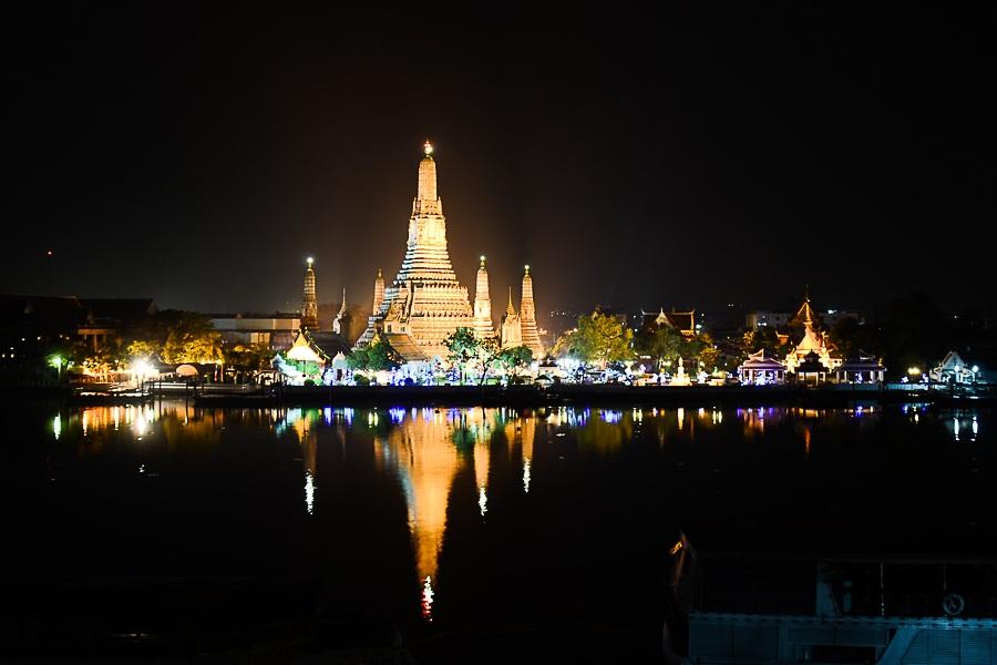 Wat Arun by night - udsigten fra Sala Arun, et hotel i Bangkok