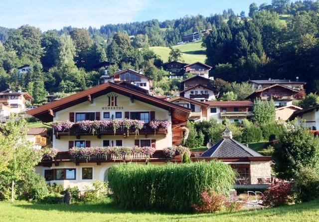 Hotel Hubertus i Brixen er charmerende og fint. Og så ligger det jo heller ikke dårligt. Pris udenfor skisæsonen: 400 kr. pr. nat pr. person i et dobbeltværelse.