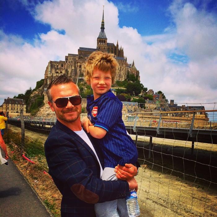 Jon Kiellberg på singleferie med børn