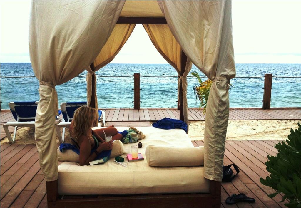 Strandseng med direkte udsigt til havet, gode romaner og kolde drinks. Lige til at klare!