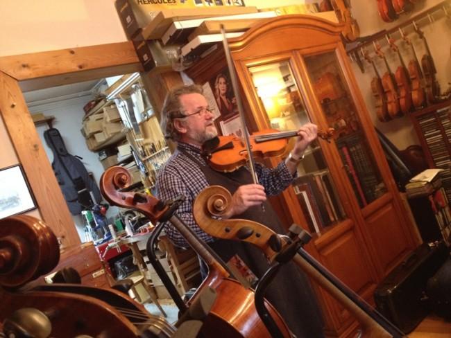 James beatley, violinbygger i Dublin
