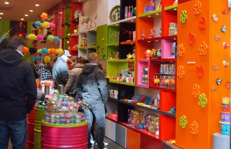 Inde i en Pylones butik
