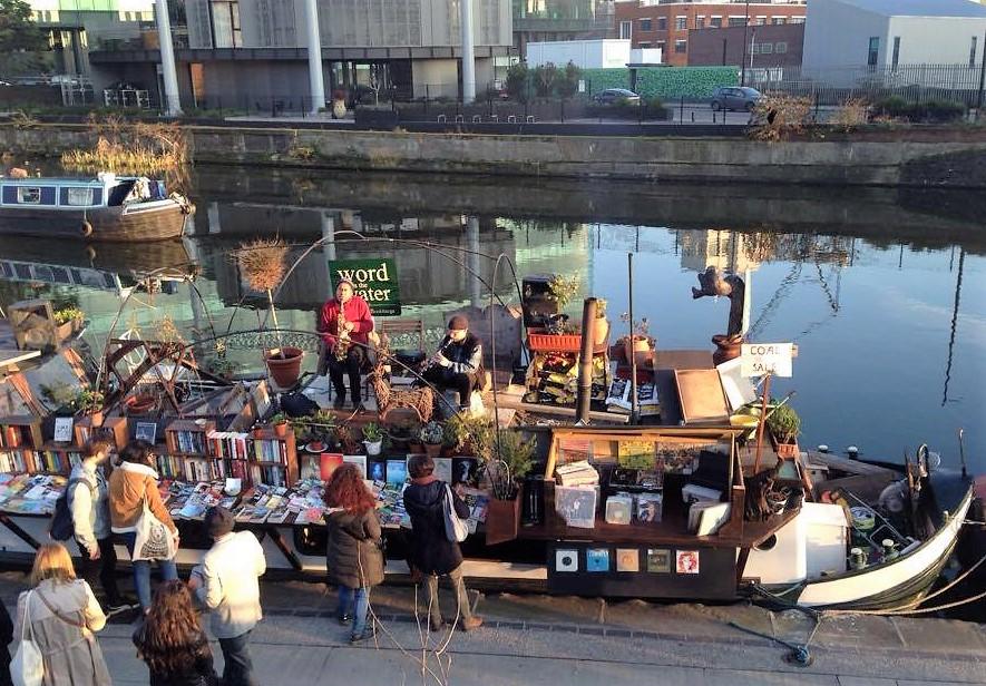 Husbåd med jazzspillere på regents Canal