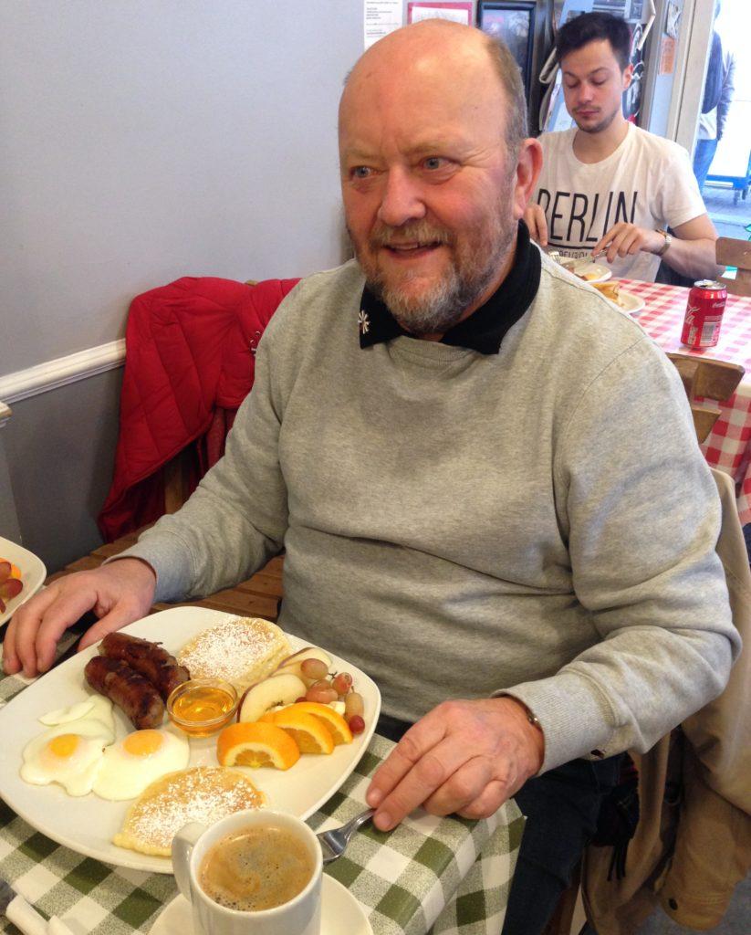 Cafe 338 in London, breakfast