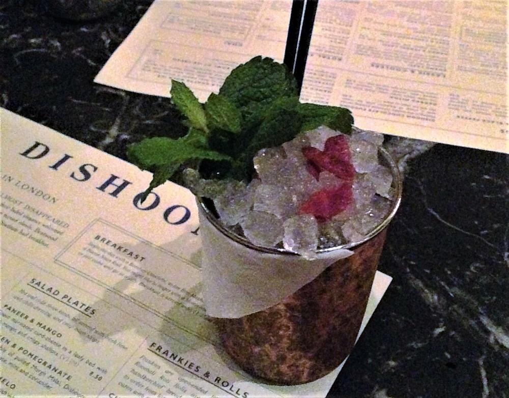 Drink fra Dishoom, en af de gode restauranter i London