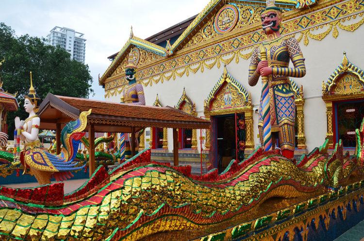 Wat Chaiya Mangkalaram i Georgetown, Penang Island, er et traditionelt thaibuddhisttempel.