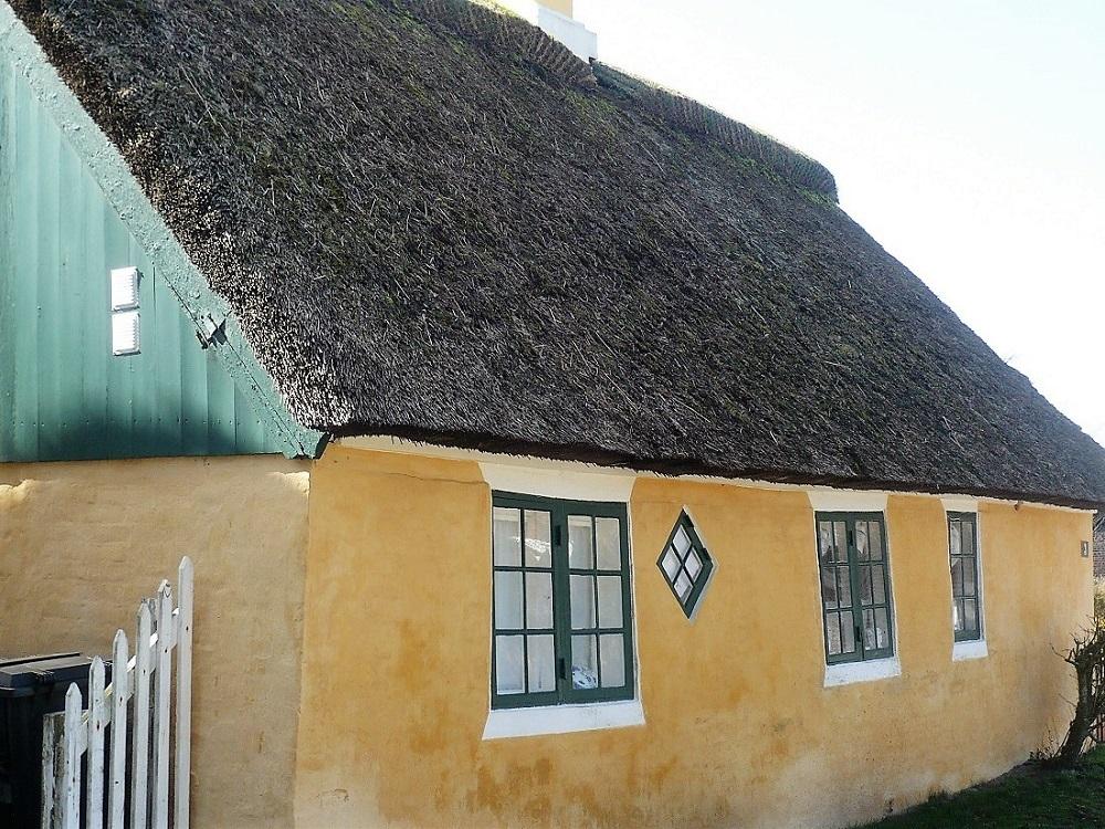 Gult hus med stråtag på fanø