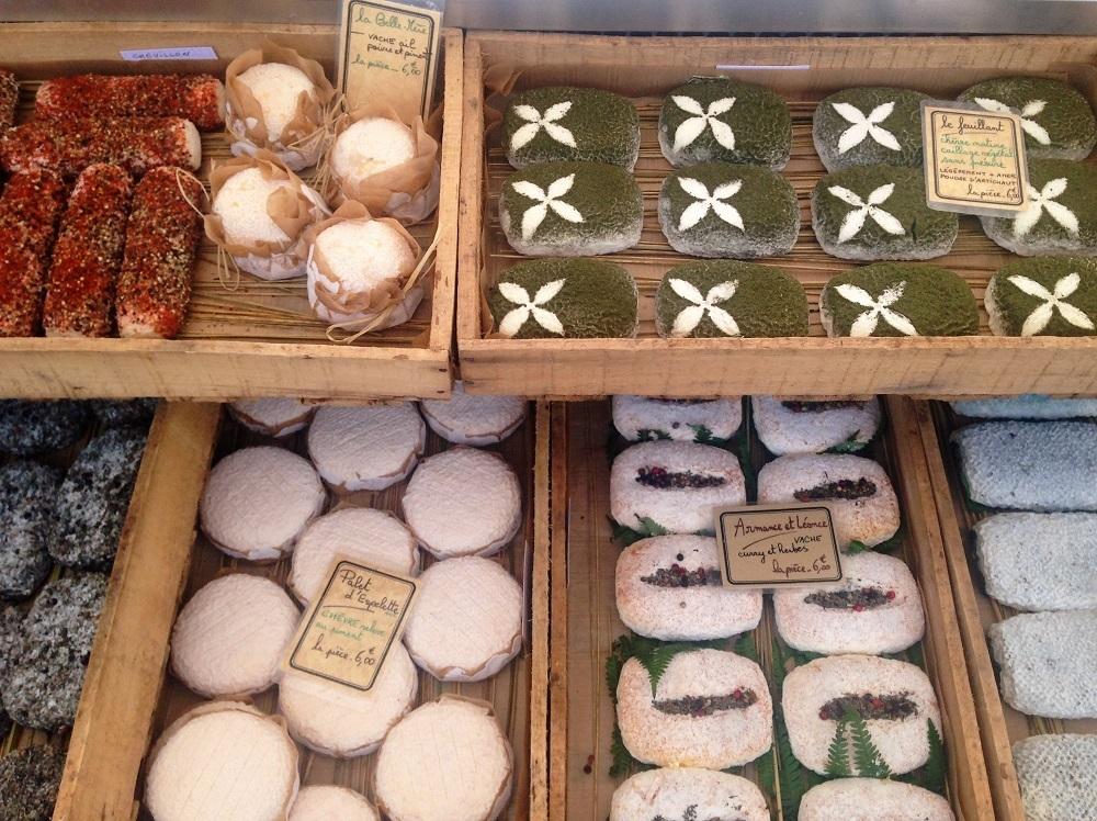 Foto af ost på marked i Bordeaux.