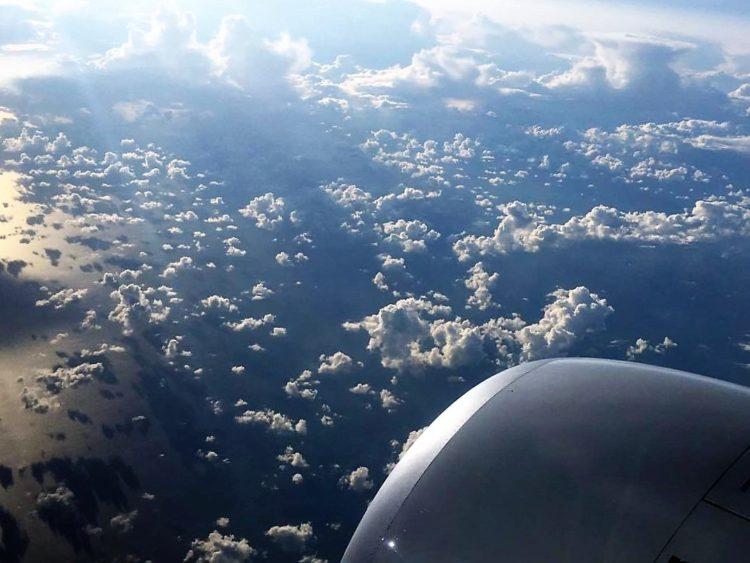 Udsigt fra fly, ill. til artikel om priser på mad og drikke ombord på fly