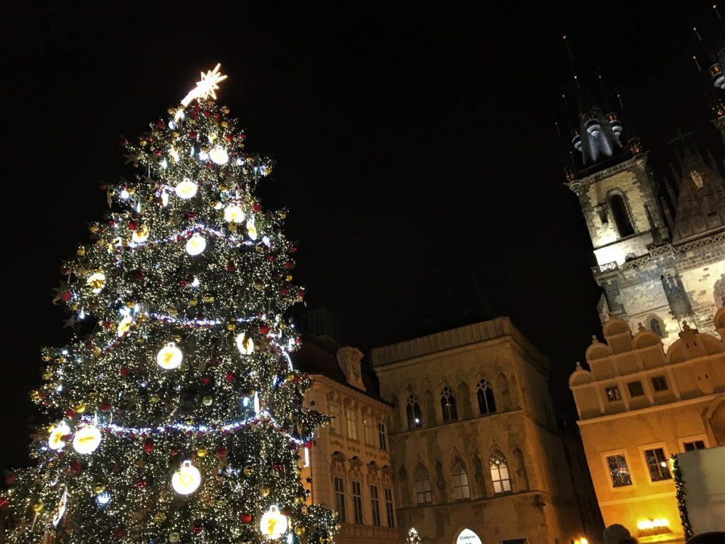 Juletræet på Rådhuspladsen i Prag