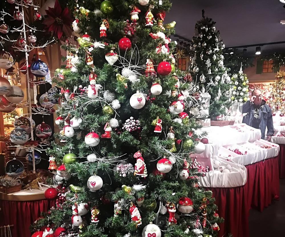 Juletræer i Berlins julebutik