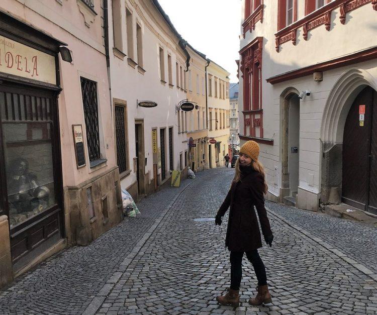 Veronika i en gade i Olomouc