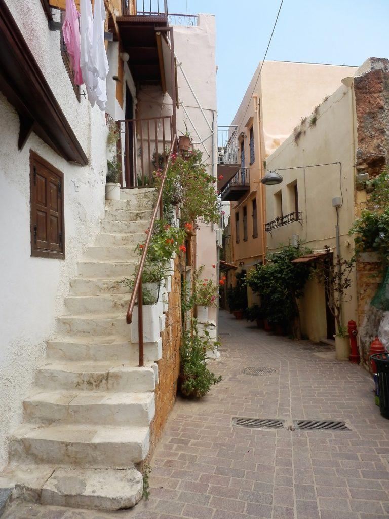 Hvidmalet trappe, gåtur i det autentiske Kreta