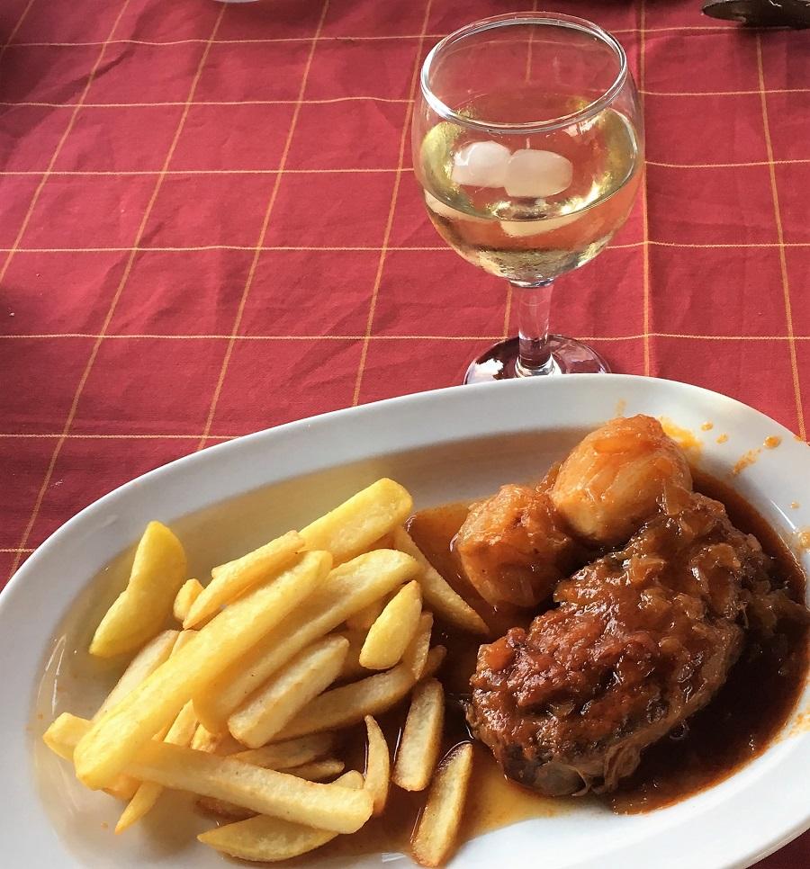 Stifado og vin