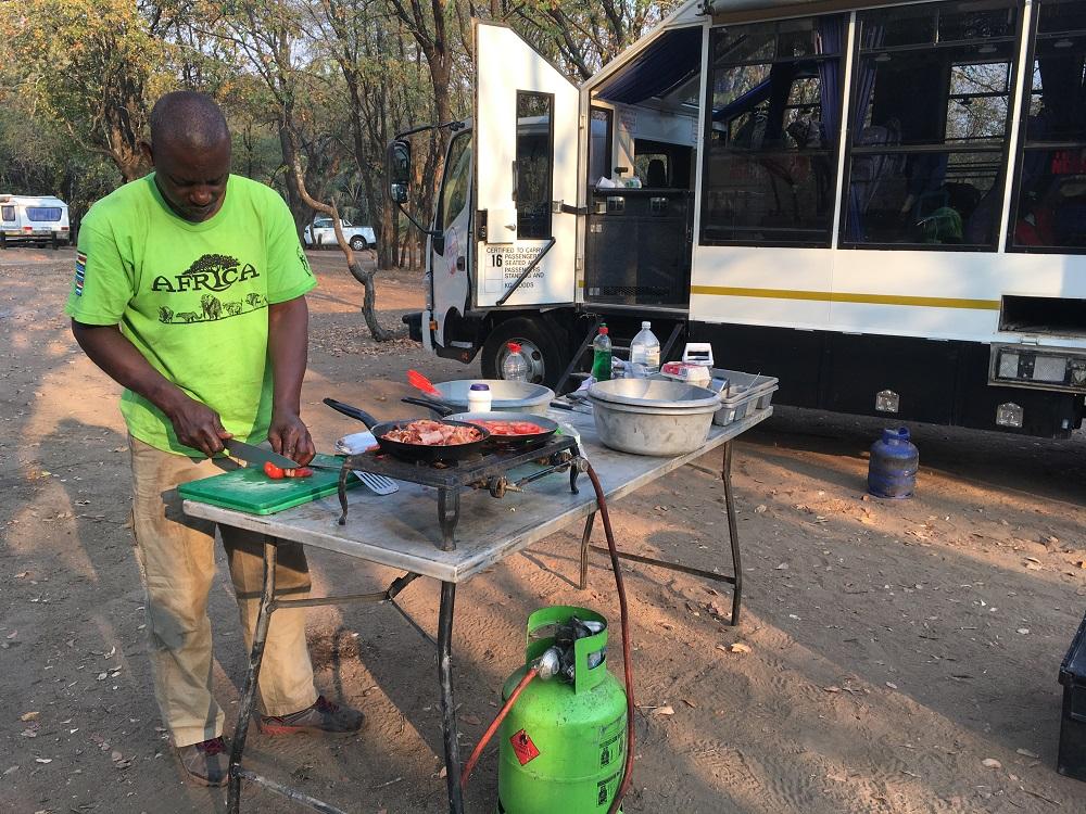 Tilberedning af morgenmad på safari i Sydafrika