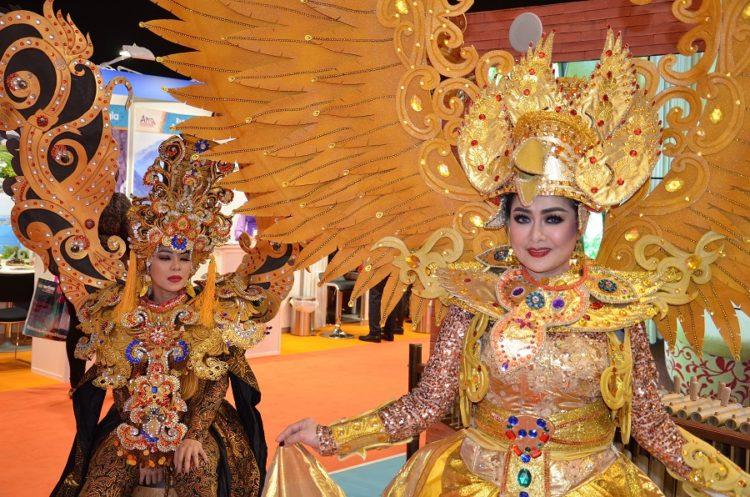 Thaikvinder på rejsemesse i london
